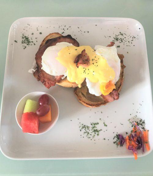 【2日目】朝ごはんのエッグベネディクト