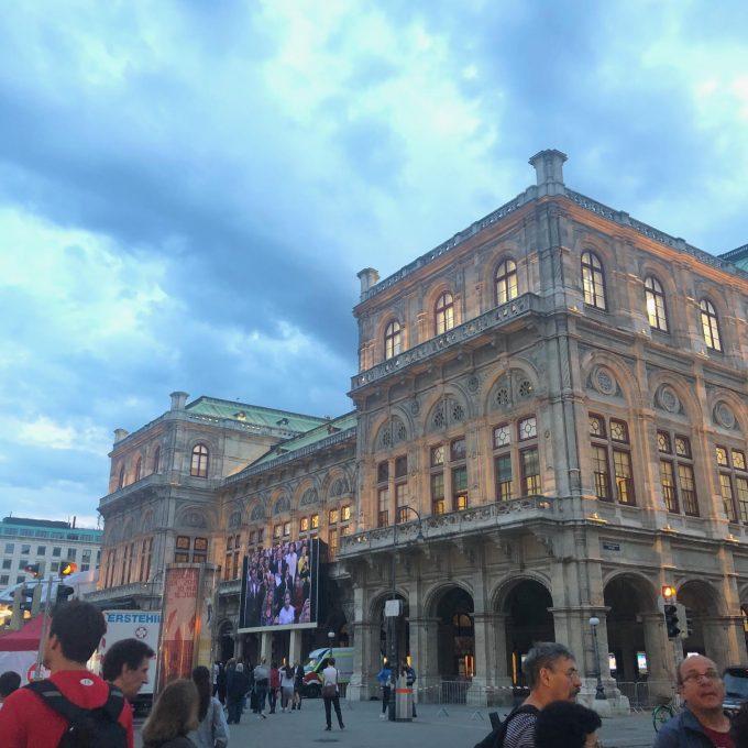 夕方のオペラ座