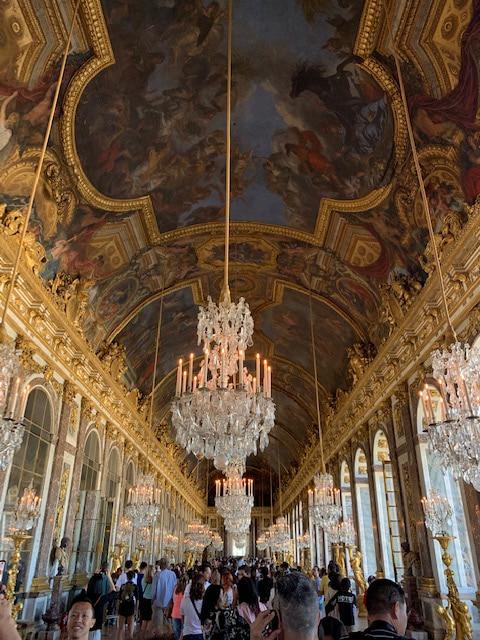豪奢なヴェルサイユ宮殿内