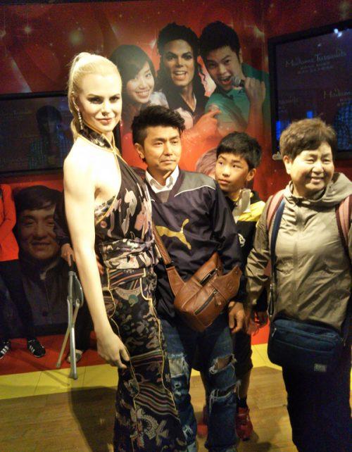 「香港杜莎婦人蝋像館」でハリウッド女優とパチリ!