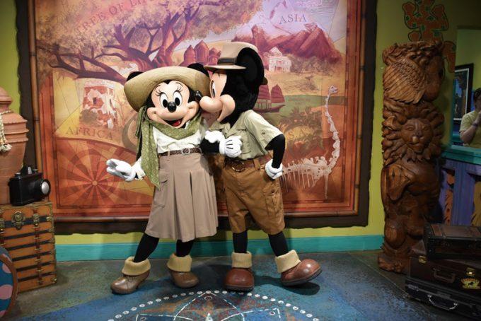 サファリ衣装のミッキーとミニー