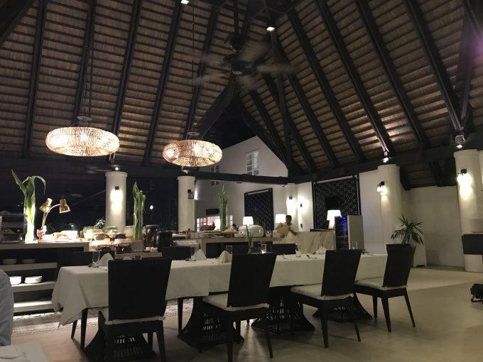 ホテル内のレストラン。夕食はここでいただきました