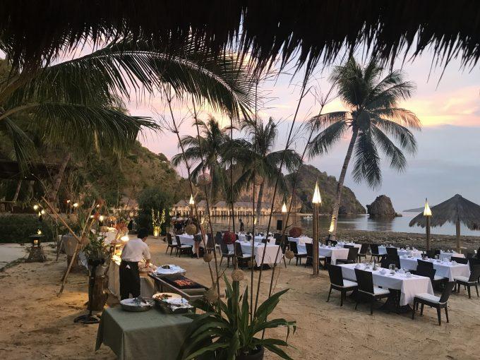 日曜日の夕食は海辺で