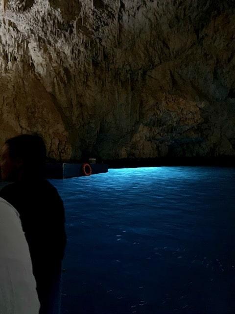 神秘的で美しかったエメラルドの洞窟