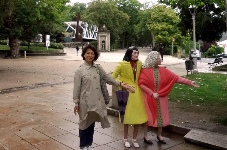 アラメダ公園、不思議な人形?と