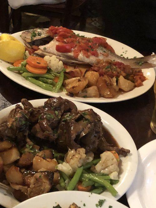 マルタ島で食べたマルタ料理(手前うさぎ肉)
