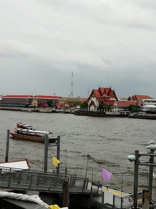 チャオプラヤー川のエクスプレスボートに乗船