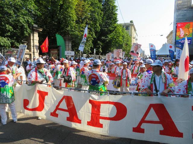 ライオンズメンバーたちとパレードに参加