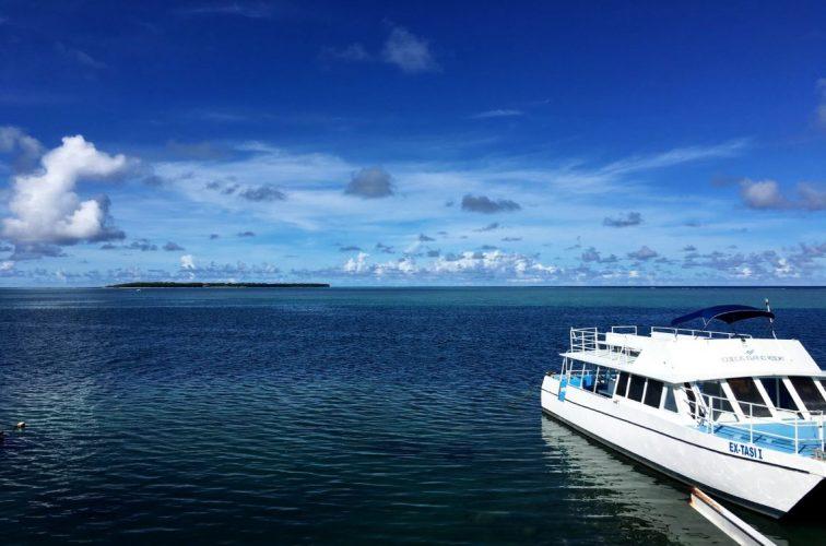 ココス島へ出発するときの一枚 左奥にココス島