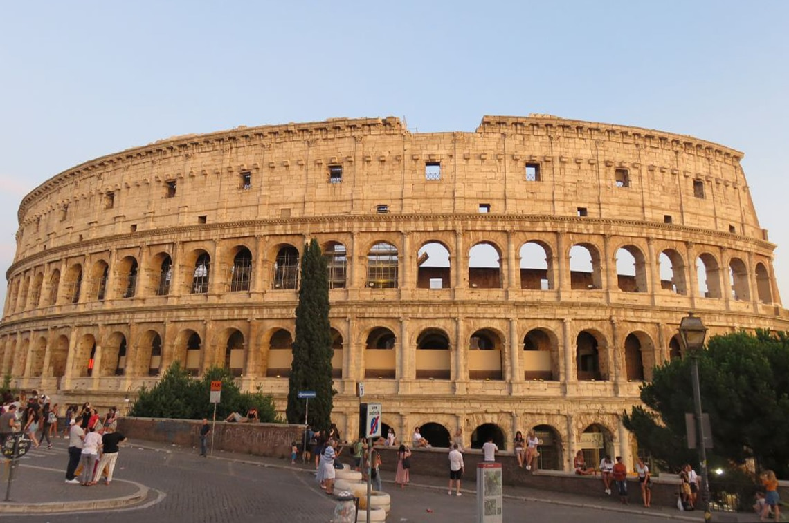 ローマにて昼の「コロッセオ」