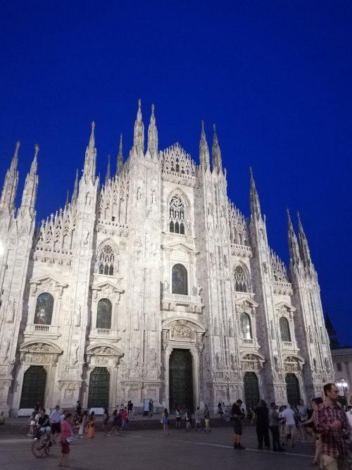 ミラノ ドゥオーモ 夜 (修正補正なく、このブルーでした、びっくり綺麗!)