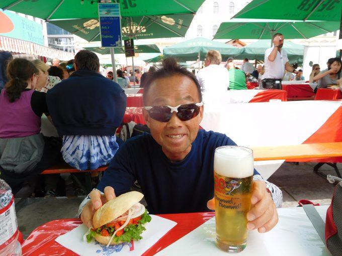 サーモンバーガーとビール!美味しかったです
