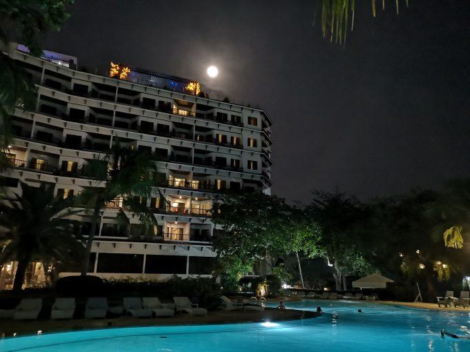 夜はホテルでまったり