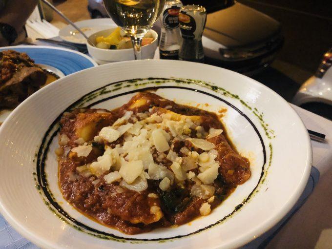 マルタ名産のチーズを包んだラビオリ。ホテル近くのマルタ料理店タ・コリーナにて。
