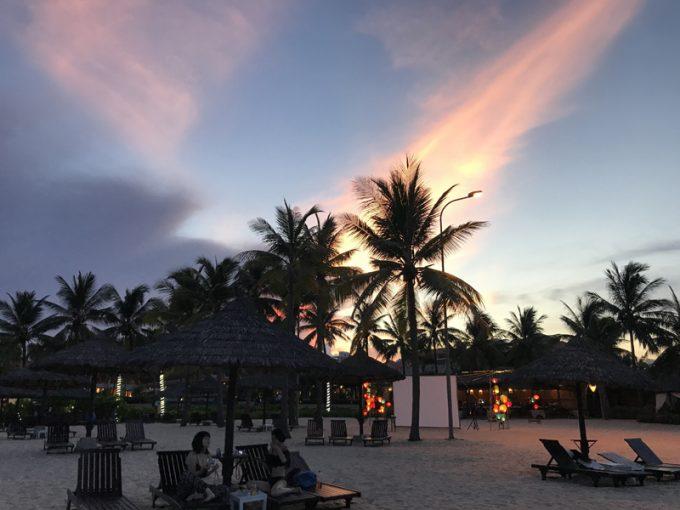 夕暮れのプライベートビーチ