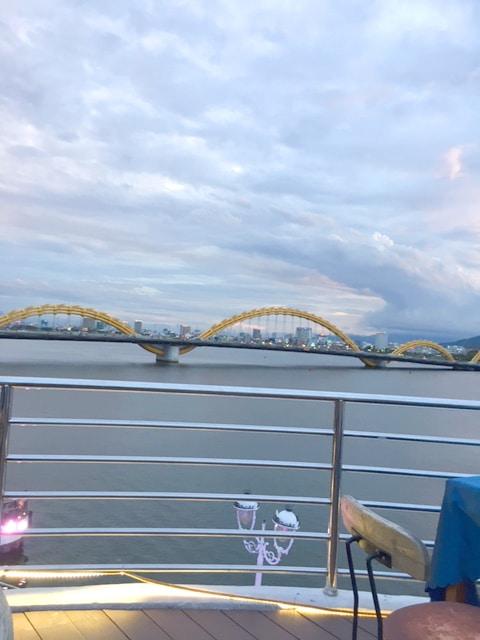 レストランから見える「ドラゴン橋」
