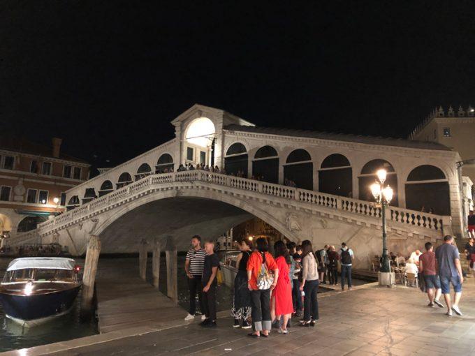 夜の「リアルト橋」