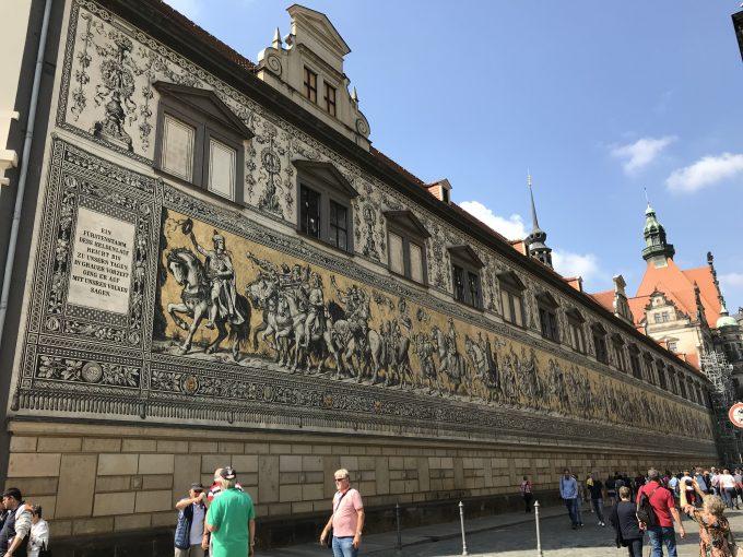ドレスデン 壁画「君主の行列」
