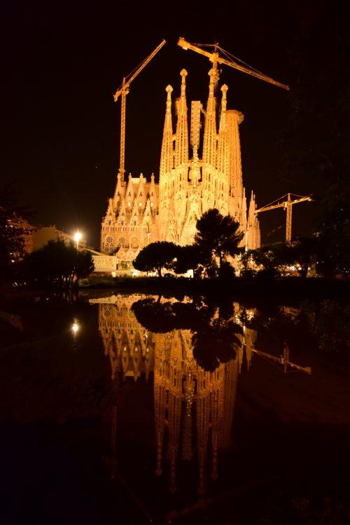 サグラダファミリアの夜景。駅からホテルに帰る前、毎日見れました