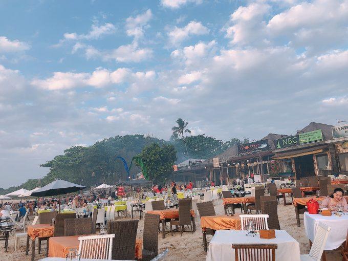 ビーチ沿いにあるMenega cafe