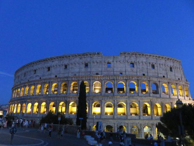 ローマ コロッセオ 夜