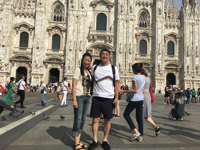 ミラノ大聖堂前で