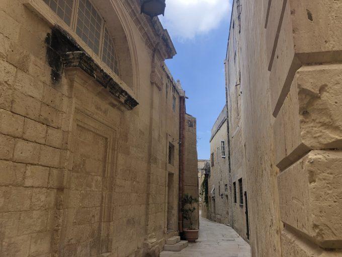 イムディーナ。城壁に囲まれた古都でとても雰囲気があります。