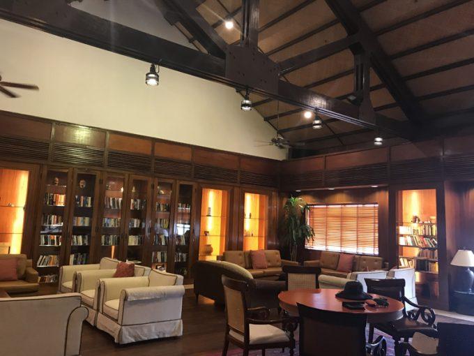 穴場のリラックス空間!ホテルの図書館