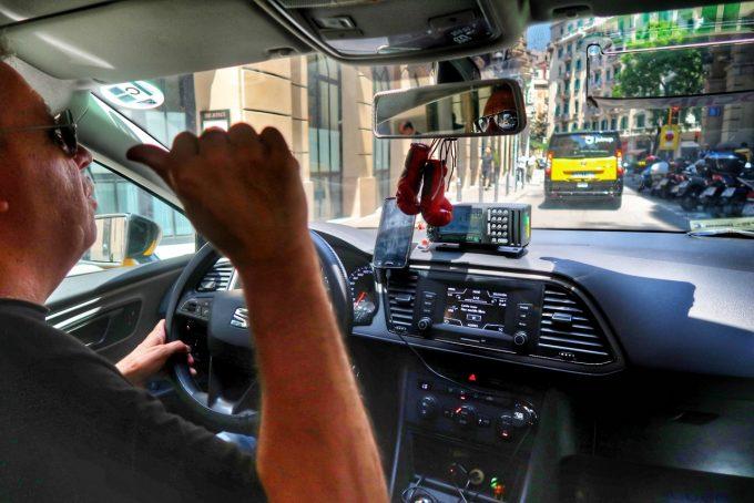 「オレに任せとけ!」とタクシーをブッ飛ばす運転手さん 笑