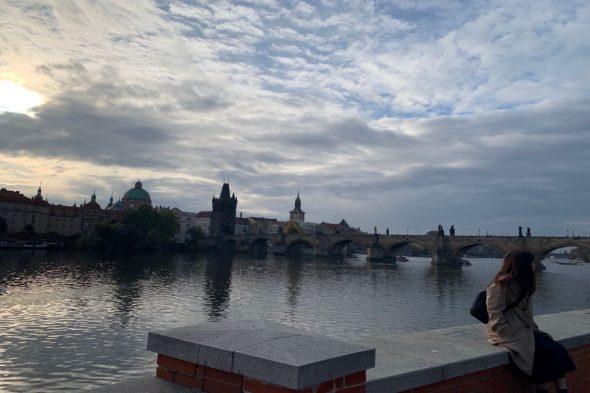 プラハ城側から見た「カレル橋」