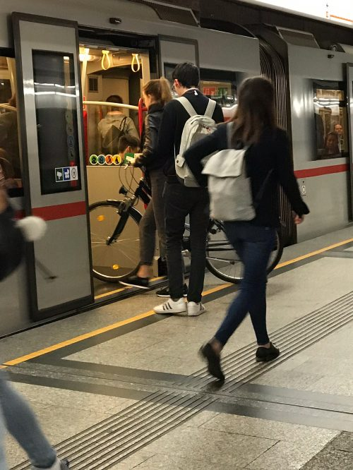 ウィーンの地下鉄には自転車も乗せられる