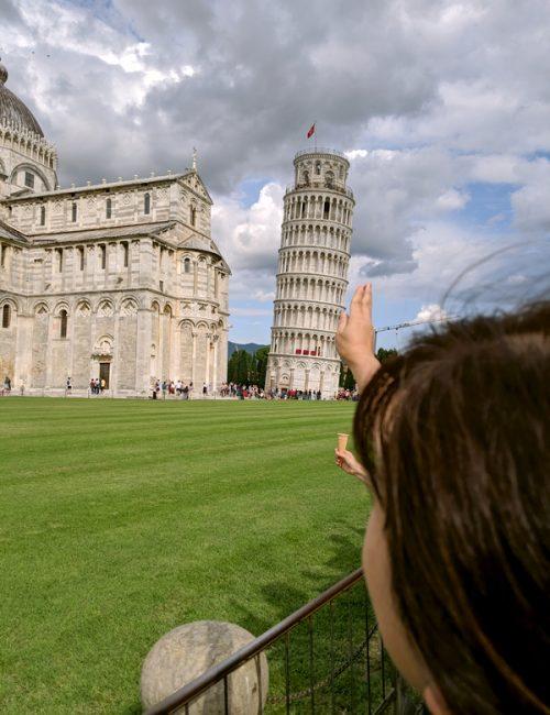 ピサの斜塔を支えて記念写真!