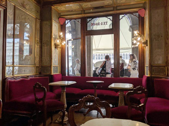 「Caffè Florian(カフェ・フローリアン)」から見える演奏者