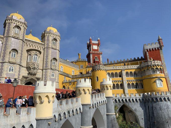 色とりどりの鮮やかな「ペーナ宮殿」