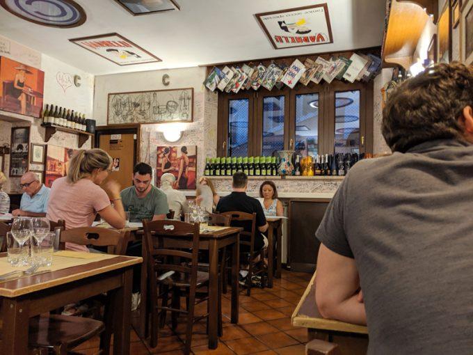 「la carbonala(ラ カルボナーラ)」店内の様子