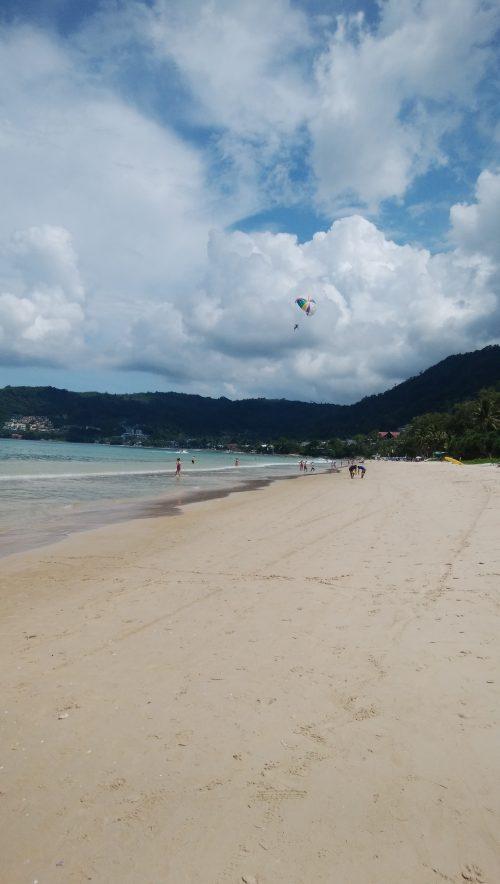 パトンビーチとパラセイリング