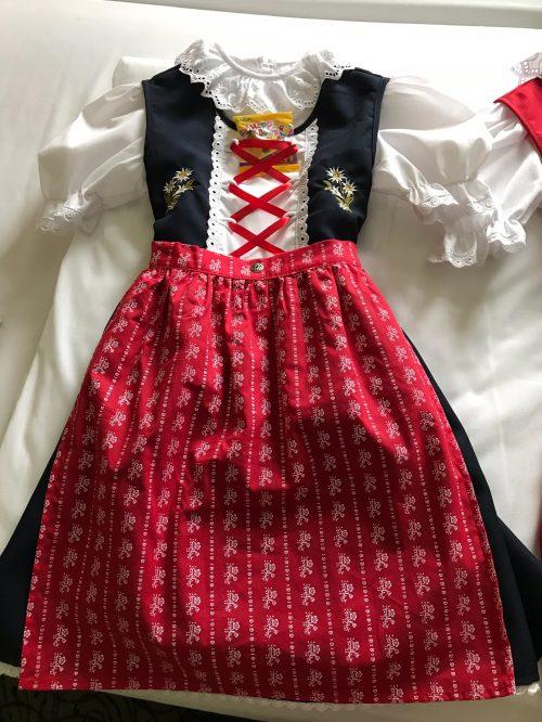 孫へのお土産 オーストリアの民族衣装