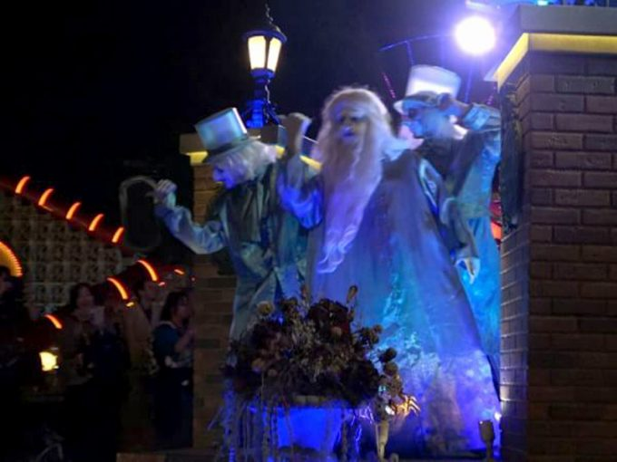 迫力満点!「Frightfully Fun Parade」