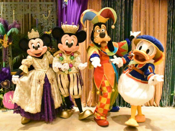 特別衣装のミッキー、ミニー、ドナルド、グーフィー