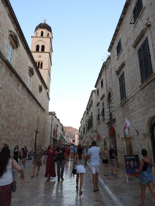 旧市街を散策