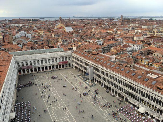 大鐘楼から見下ろす「サン・マルコ広場」