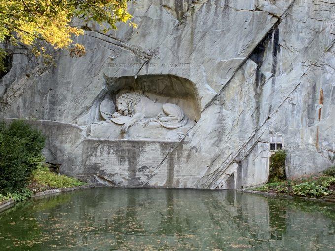 瀕死のライオン像