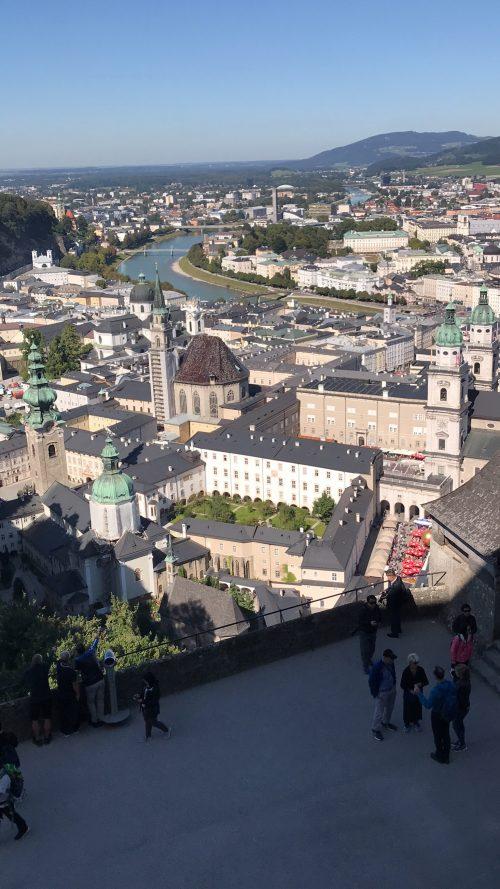 ボーエンザルツブルク城塞から見た市内