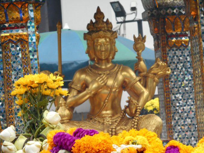 グランドハイアットホテルバンコク横のエラワン祠仏像。パワースポットです
