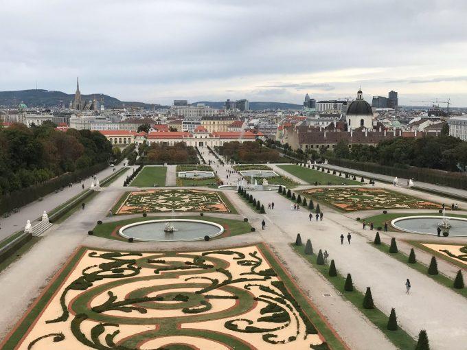 ベルヴェデーレ宮殿上宮から見た下宮