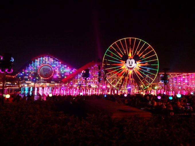 夜のライトアップしたディズニーランドも素敵です!