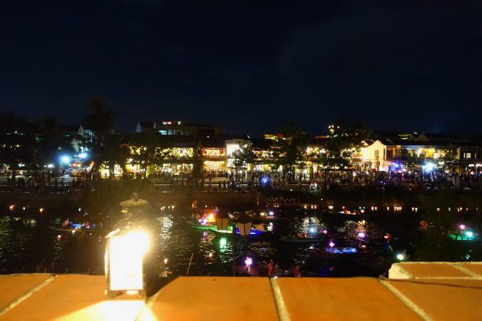 レストランSAKURAでトゥポン川を眺めながらディナー