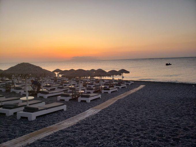 砦からの写真ではないですが、サントリーニ島の夕日