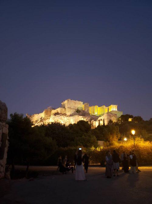 ライトアップで輝く「パルテノン神殿」