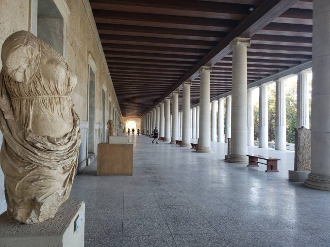 アテネ市内には歴史的建造物がたくさんあります